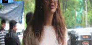 Bollywood Actress Esha Gupta Spotted During Lunch At Restaurant JUHU TVNXT BOLLYWOOD